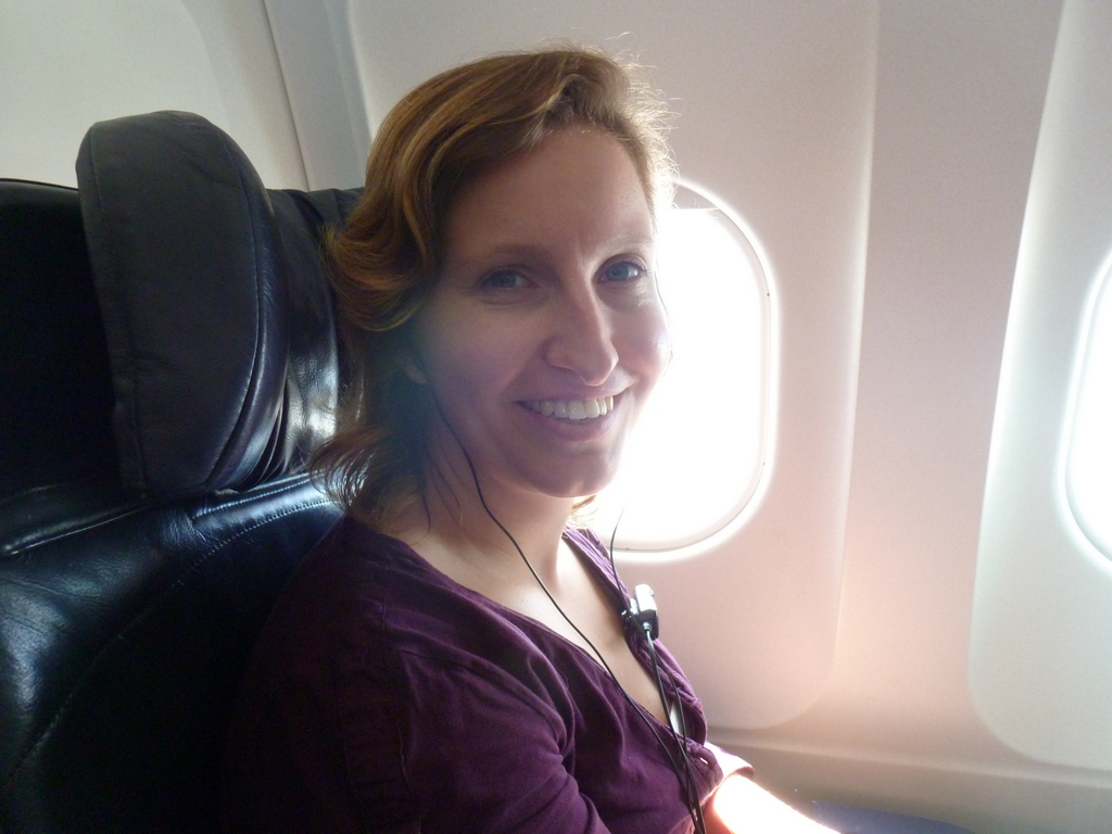 Marleen in het vliegtuig.