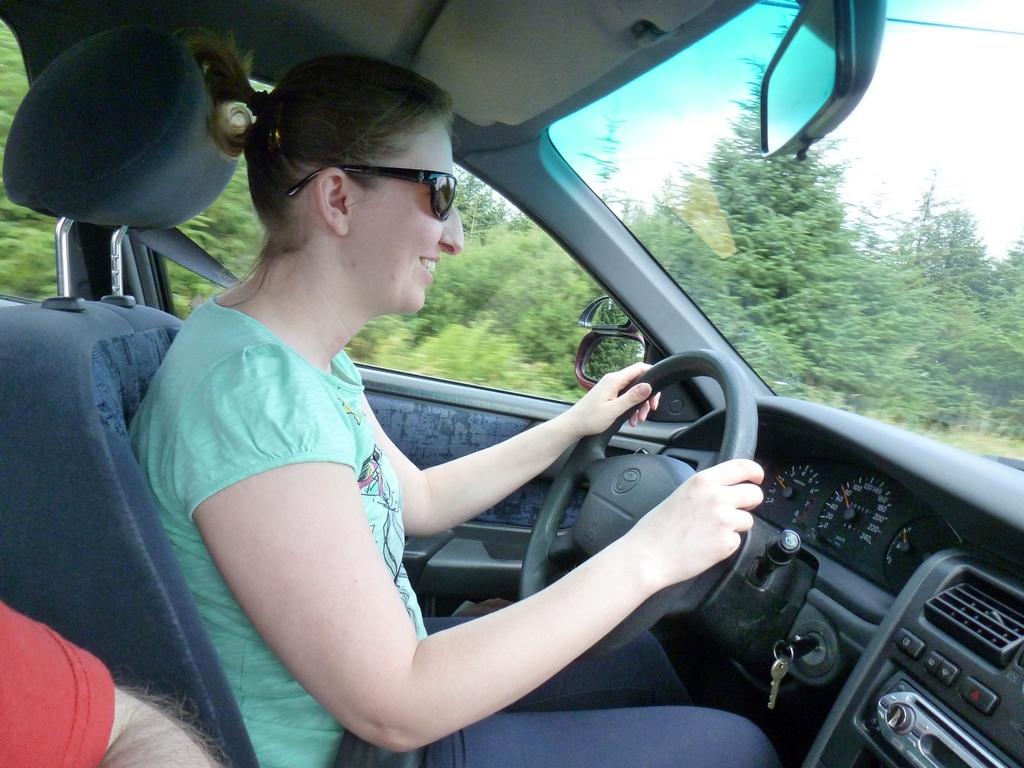 Marleen achter het stuur.