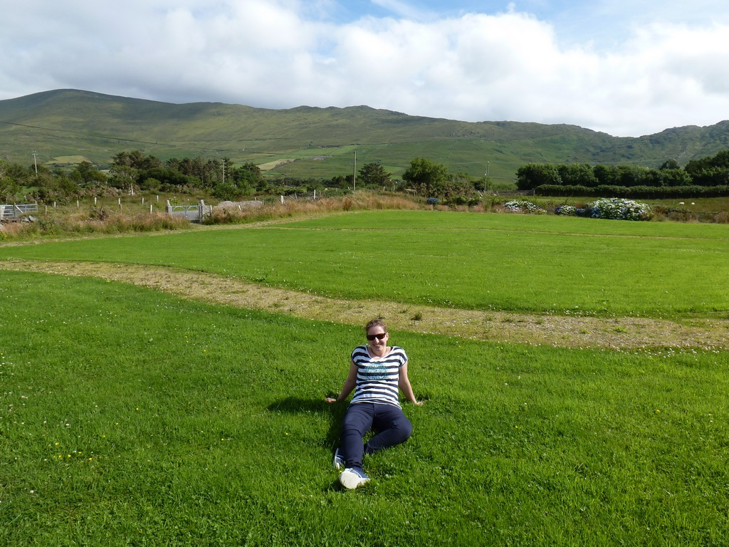Marleen in het gras.