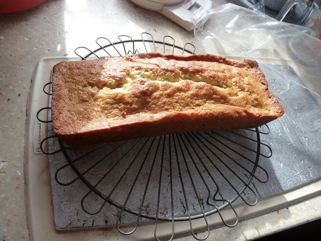 Door Marleen gebakken Banana Cake.