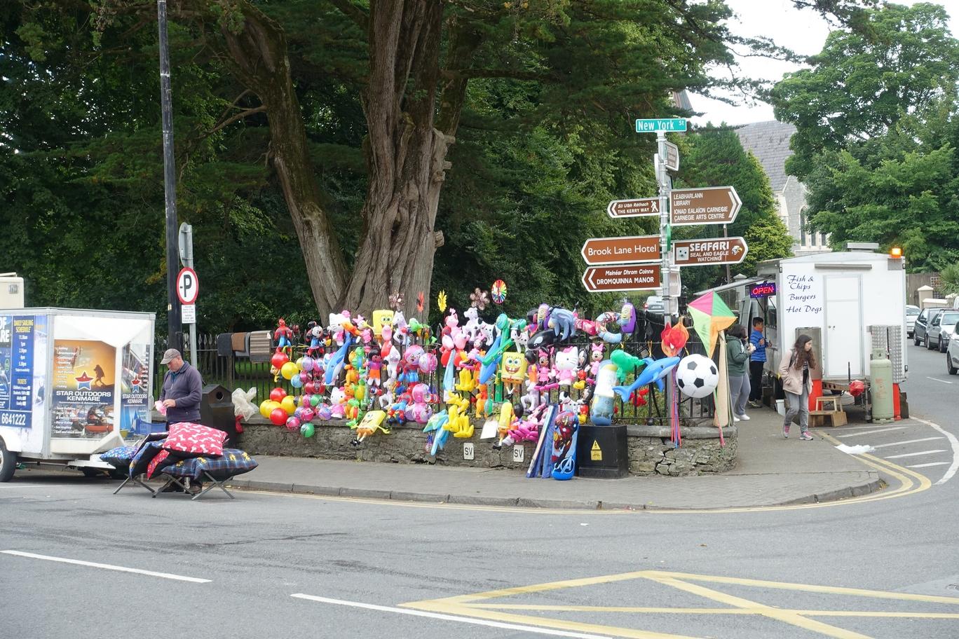 Marktkraam met heel veel ballonnen