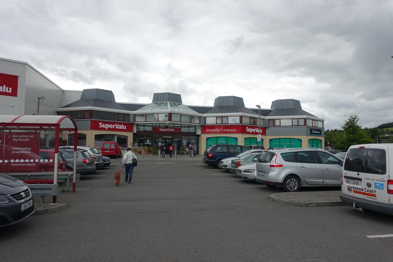 Maar Supervalu is toch wel de grootste supermarktketen hier (qua aantal vestigingen)